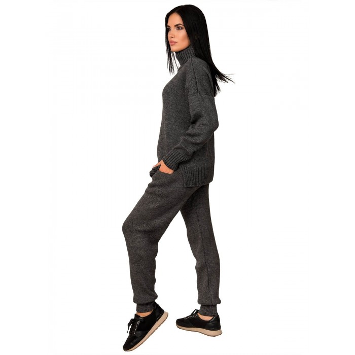 Женский спортивный вязаный костюм: как и с чем носить